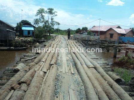 1. Jembatan Kayu Desa Murung Raya Barito Kuala