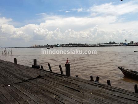 2. Pelabuhan Sepit Sungai Barito