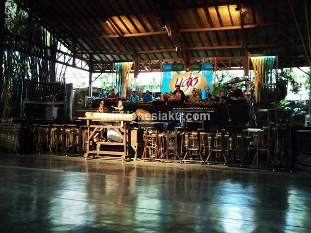 Saung Angklung Udjo Bandung 1
