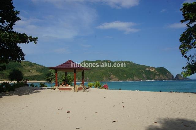 Pantai Mawun Lombok Tengah 4
