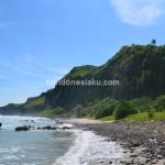 Pantai Menganti Karang Dhuwur Kebumen, Menikmati Terik Matahari di Bibir Pantainya