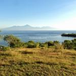 Pantai Pink Lombok, Perpaduan Cantik antara Laut, Gunung, Bukit, dan Langit