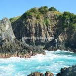 Pantai Semeti, Kala Ombak Menyapa Mesra Tebing Batu