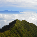 Puncak Mega Gunung Puntang, Menikmati Awan Menari di Ketinggian 2222 Mdpl