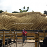 Wisata Mojokerto, Berpose Bersama Patung Budha Tidur