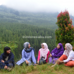 The Lodge Maribaya, Berpose Berlatar Hijaunya Hutan Pinus