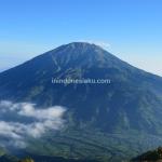 Gunung Merbabu, Mendaki Ditemani Pemandangan Gunung Merapi