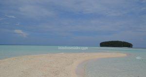 pasir timbul raja ampat papua indonesia