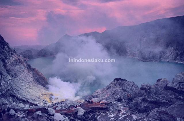 wisata gunung kawah ijen banyuwangi jawa timur